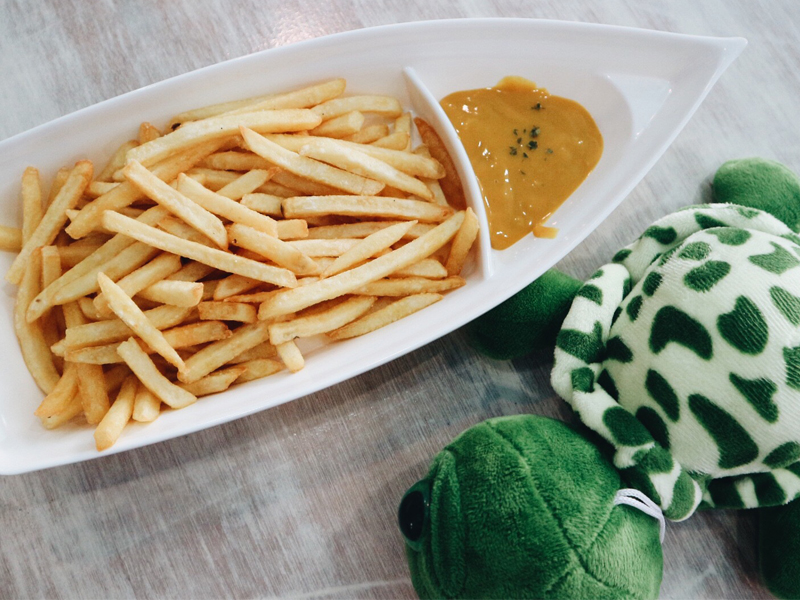 Mermaid Cafe French Fries with Honey Mustard Dip